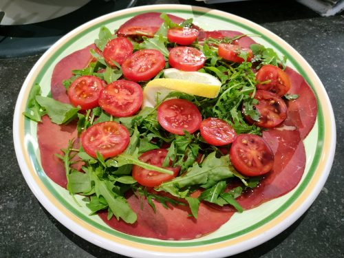 Bresaola, roquette, tomates