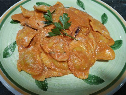 Raviolis en sauce rose